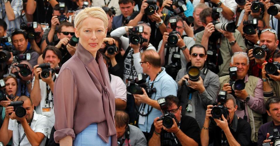 """A atriz Tilda Swinton durante fotos para divulgação do filme """"Moonrise Kingdom"""", de Wes Anderson, que abre o Festival de Cannes 2012 (16/5/12)"""