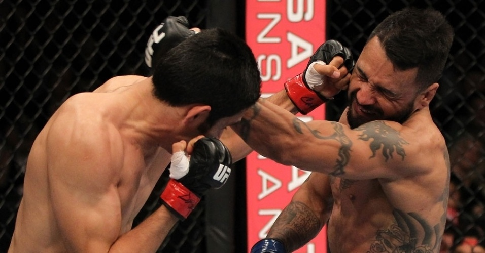 Francisco Rivera e Alex Soto trocam socos durante luta de pesos galos; Rivera venceu