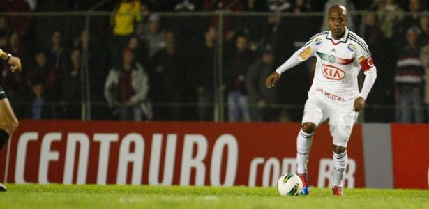Marcos Assunção é uma das armas do Palmeiras para eliminar o Atlético-PR