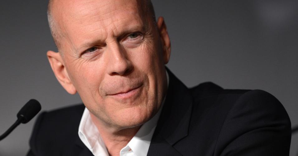 """O ator Bruce Willis fala sobre o filme """"Moonrise Kingdom"""", de Wes Anderson, que abre o Festival de Cannes 2012, durante coletiva realizada para a imprensa (16/5/12)"""