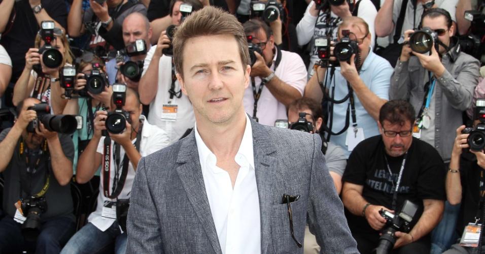 """O ator Edward Norton durante fotos para divulgação do filme """"Moonrise Kingdom"""", de Wes Anderson, que abre o Festival de Cannes 2012 (16/5/12)"""