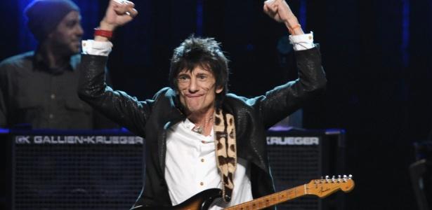 Ronnie Wood faz careta durante show na 27ª cerimônia do Rock and Roll Hall of Fame,em Cleveland (14/4/12)