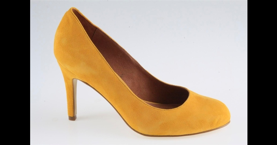 Scarpin amarelo com bico arredondado; R$ 300, na Corso Como (Tel.: 11 3062-8021)