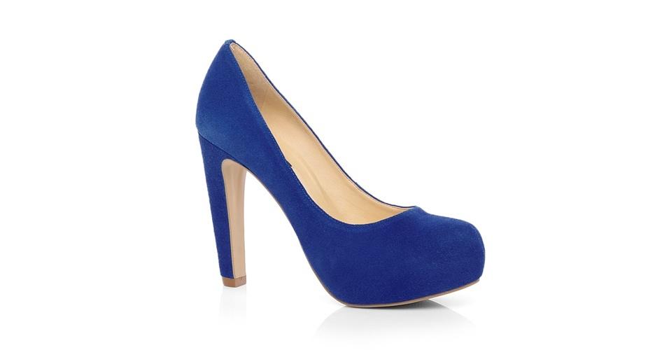 Scarpin azul com salto grosso; R$ 199,90, na Jorge Alex (Tel.: 11 2338-8620)