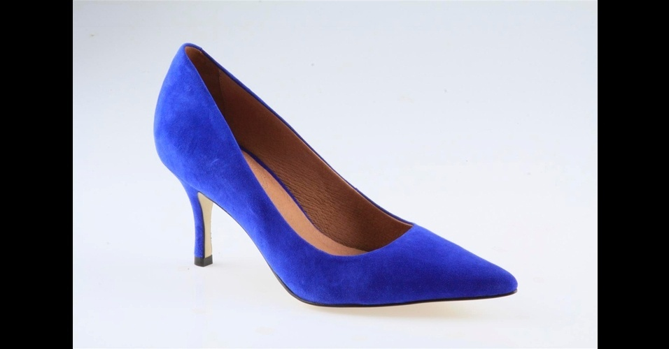 Scarpin azul com salto médio; R$ 300, na Corso Como (Tel.: 11 3062-8021)