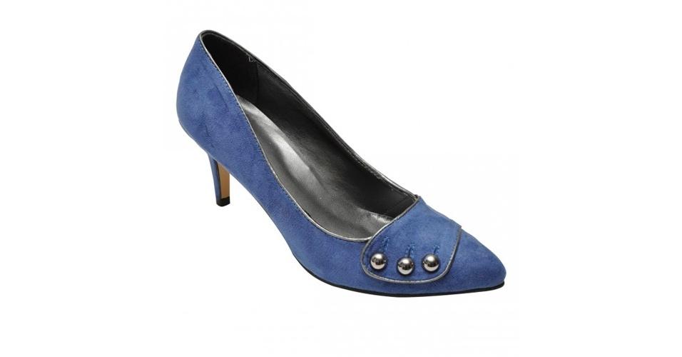 Scarpin com salto baixo e detalhe na parte frontal; R$ 99,99, na Shoes4you (Tel.: 11 3045-1843)