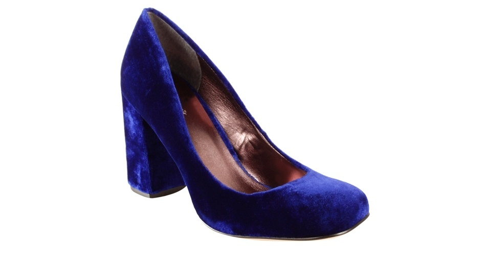 Scarpin com salto médio e grosso; R$ 159,90, na Shoestock (Tel.: 11 3045-1200)
