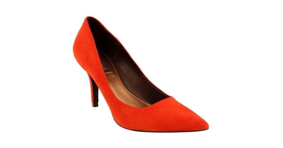 Scarpin laranja modelo clássico; R$ 129,90, na Shoestock (Tel.: 11 3045-1200)