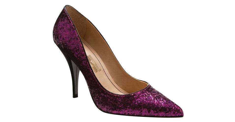 Scarpin roxo com glitter; R$ 189,90, na Santa Lolla (Tel.: 11 3045-8504)