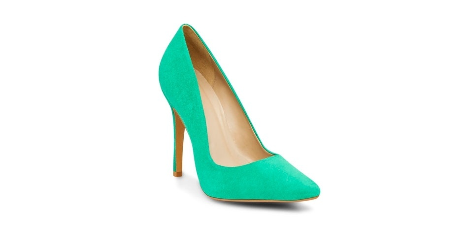 Scarpin verde de camurça; R$ 199, na Corello (Tel.: 11 3060-8219)
