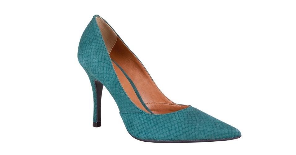 Scarpin verde petróleo com textura de cobra; R$ 199,90, na My Shoes (Tel.: 11 3061-2839)