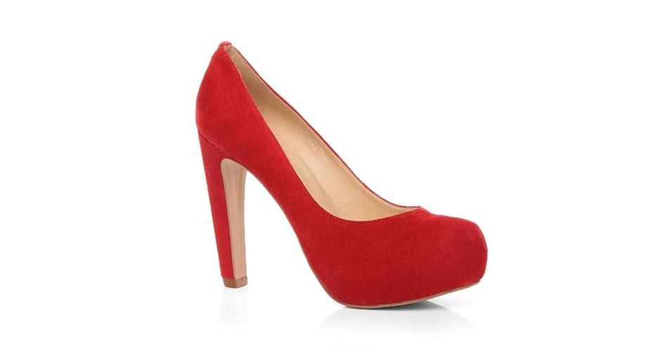 Scarpin vermelho com meia pata; R$ 199,90, na Jorge Alex (Tel.: 11 2338-8620)