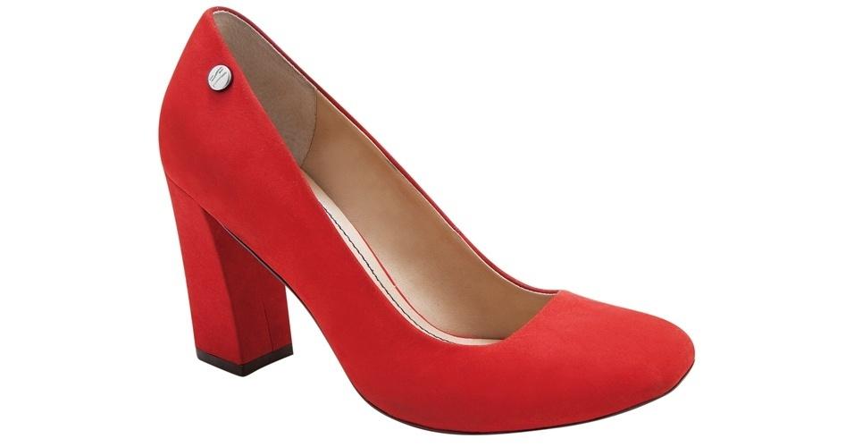 Scarpin vermelho com salto grosso; R$ 189,90, na Santa Lolla (Tel.: 11 3045-8504)