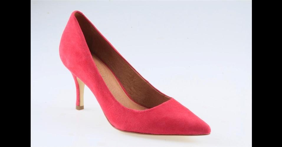Scarpin vermelho com salto médio; R$ 300, na Corso Como (Tel.: 11 3062-8021)