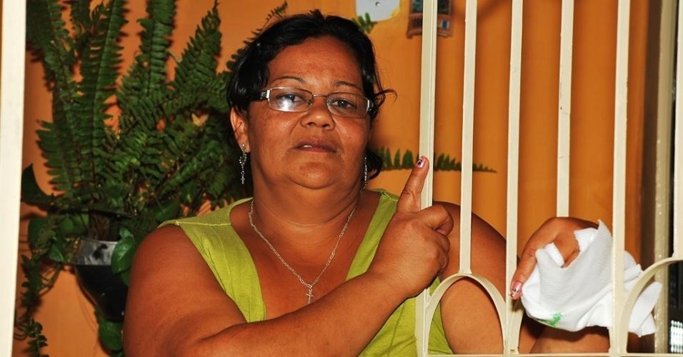 """17.mai.2012 - Márcia Machado, 42, diz que todo ano prefeitos e vereadores anunciam """"inauguração"""" do Canal do Sertão, que está parado há 20 anos em Alagoas"""