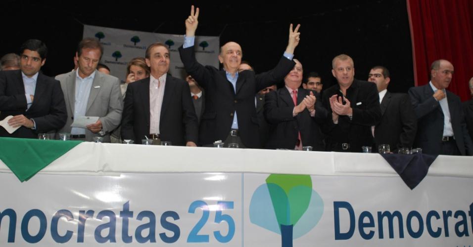 17.mai.2012 - O candidato à Prefeitura de São Paulo, José Serra, recebe oficialmente o apoio do partido Democratas