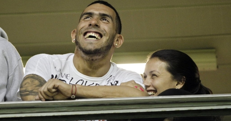 Carloz Tevez acompanha a partida entre Boca Juniors e Fluminense em camarote em La Bombonera