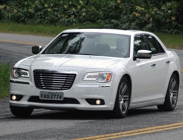 Chrysler 300C: carro volta ao Brasil mais bonito e delicado, mas enfrentar alemães é temerário