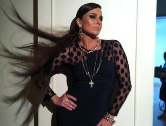 Giovanna Antonelli mostra foto em que aparece de cabelão (17/5/2012)