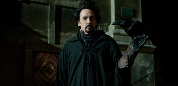 John Cusack em cena de O Corvo, de James McTeigue