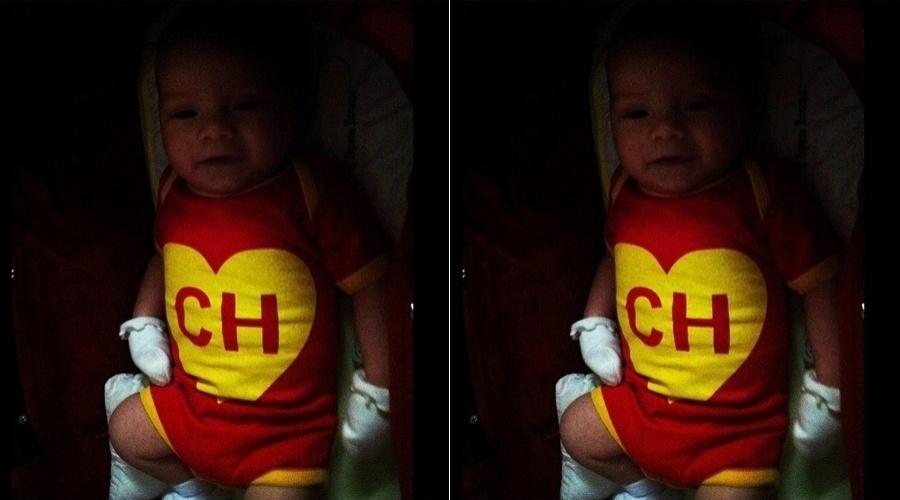 Luana Piovani divulga foto do filho Dom vestido de Chapolin Colorado (17/5/12)