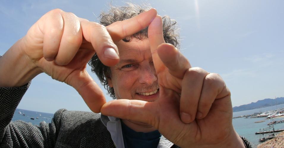 O diretor francês Michel Gondry durante fotos no Festival de Cannes 2012 (17/5/12)