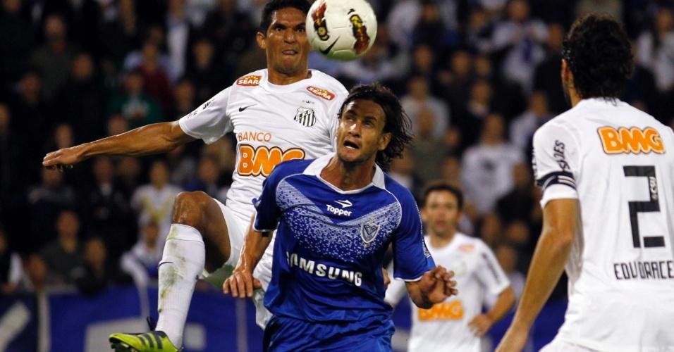 Obolo levou a melhor sobre os zagueiros Edu Dracena e Durval e, de cabeça, abriu o placar para o Vélez Sarsfield