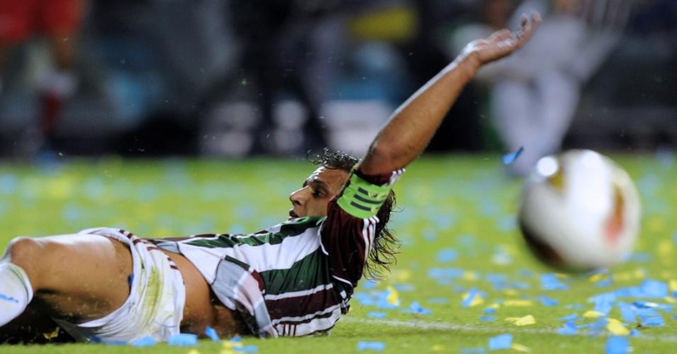 Rafael Moura fica no chão ao tentar levar o Fluminense ao ataque contra o Boca Juniors
