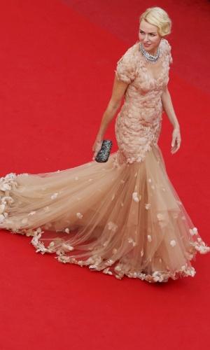 """A atriz Naomi Watts chega ao tapete vermelho da exibição da animação """"Madagascar 3: Os Procurados"""" no Festival de Cannes 2012 (18/5/2012)"""