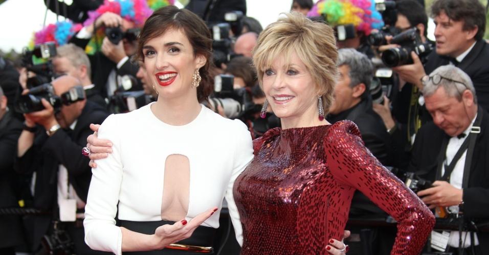 """As atrizes Paz Vega e Jane Fonda chegam ao tapete vermelho da exibição da animação """"Madagascar 3: Os Procurados"""" no Festival de Cannes 2012 (18/5/2012)"""