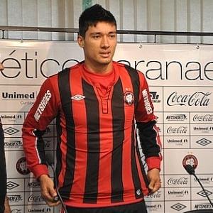 Atacante Tiago Adan é apresentado pelo Atlético-PR (18/05/2012)