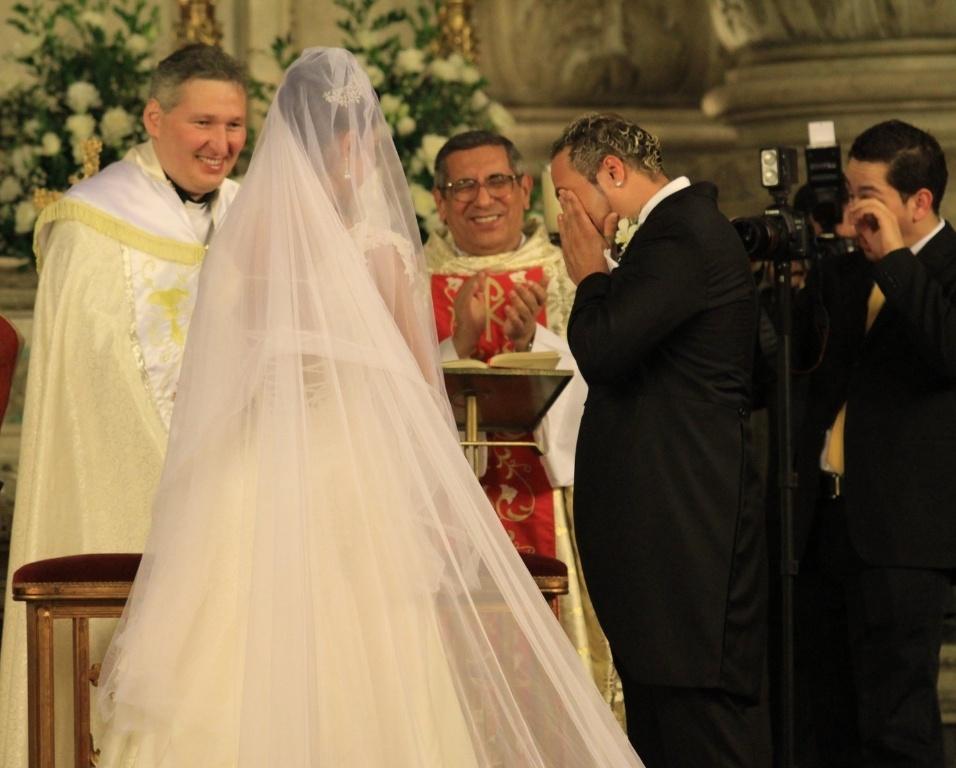 Belo se emociona e chora durante o casamento com a dançarina Gracyanne Barbosa
