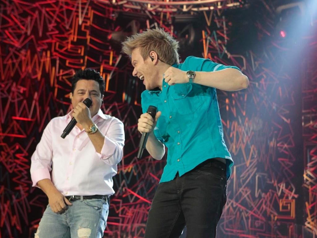 Bruno e Marrone recebem Michel Teló em gravação de DVD em São Paulo (17/5/12)