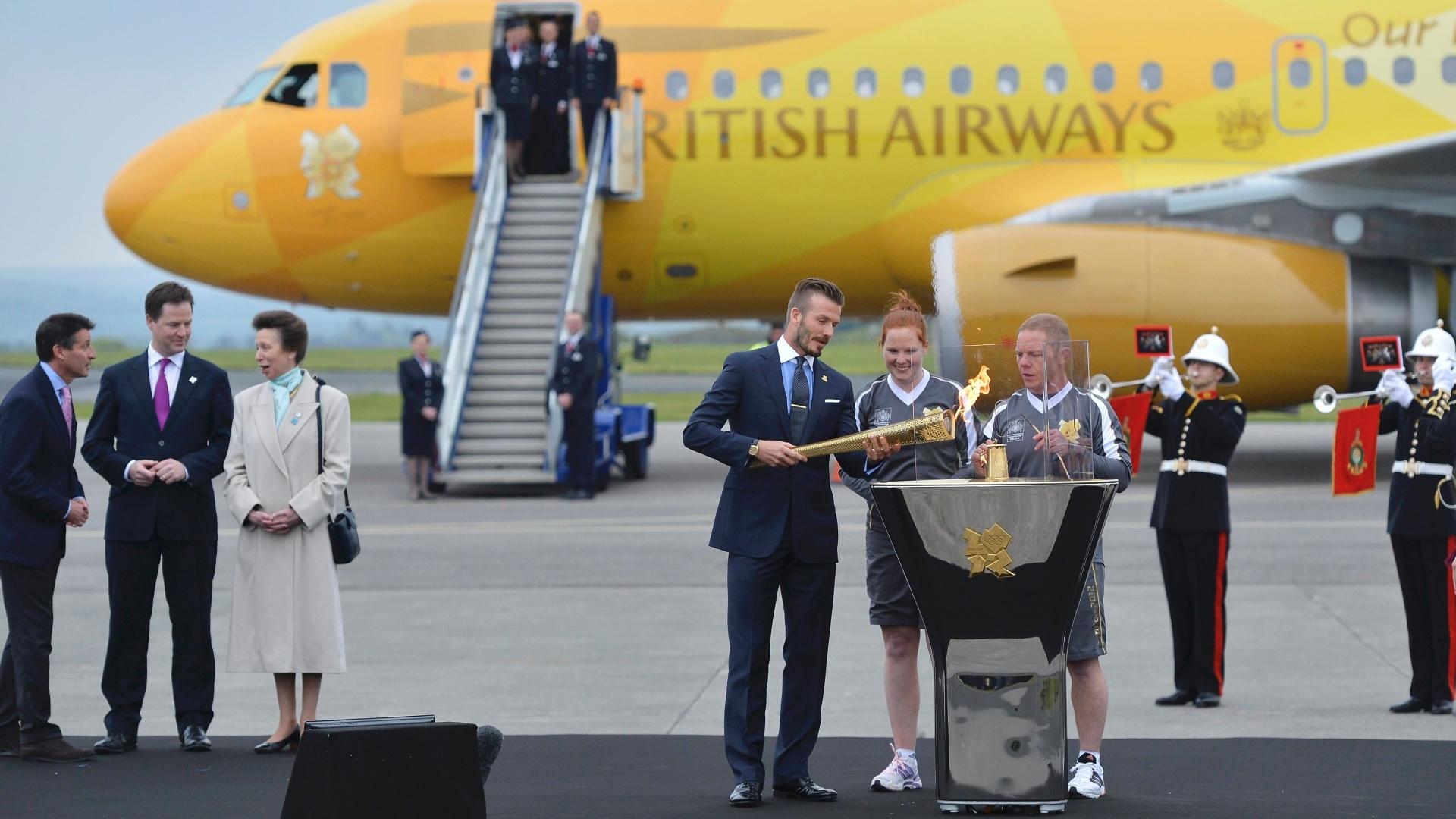 Embaixador dos jogos, Beckham participou da escolta da tocha até a Grã-Bretanha
