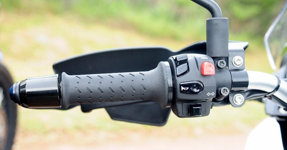 Na G 650 GS, protetores de mão e aquecedores de manopla são itens de série