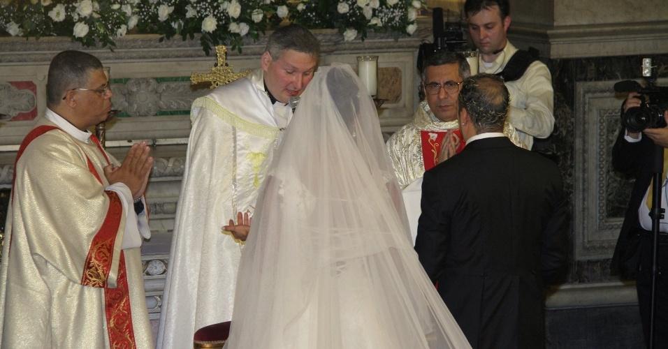 """Durante o casamento, o pagodeiro famoso por seu romantismo cantou o trecho de """"Tudo Mudou"""", uma de suas músicas"""