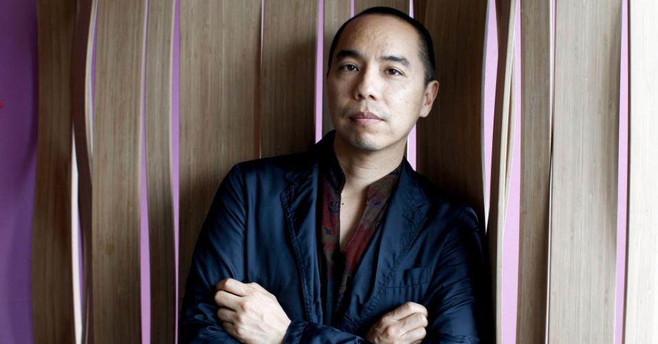 """O diretor Apichatpong Weerasethakul, de """"Mekong Hotel"""", em ensaio fotográfico no Festival de Cannes de 2012"""