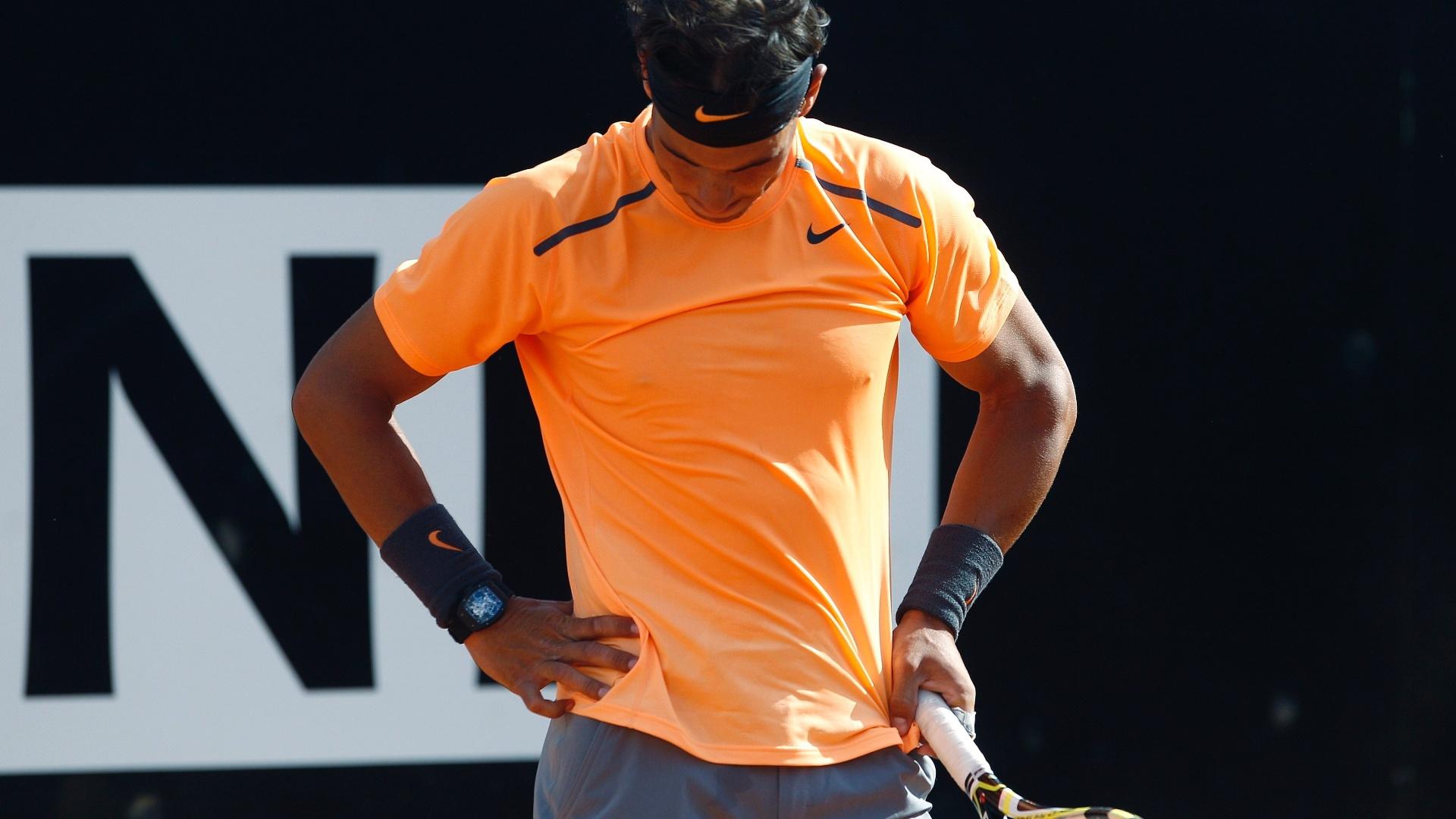 Espanhol Rafael Nadal lamenta erro na partida contra o compatriota David Ferrer