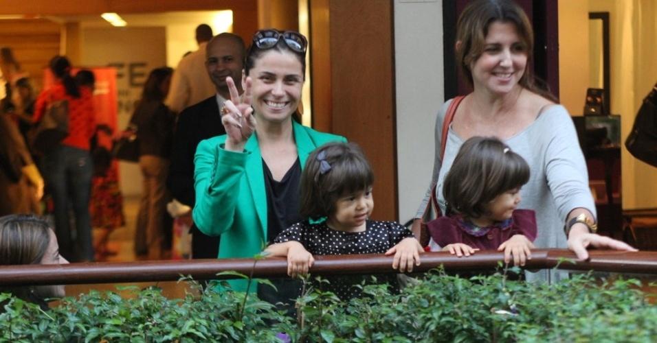Giovanna Antonelli passeia em shopping da zona sul do Rio (19/5/12)