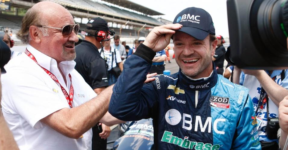 Kevin Kalkhoven, dono da KV, conversa com o brasileiro Rubens Barrichello, piloto da equipe