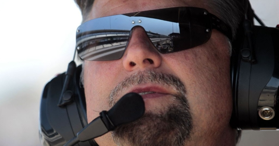 Michael Andretti, dono da equipe Andretti Autosport, observa a movimenta&#231;&#227;o dos carros