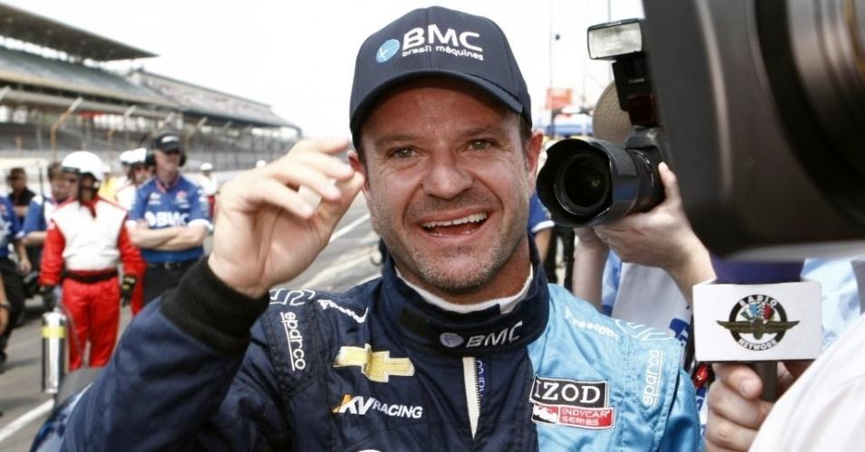 O brasileiro Rubens Barrichello, da KV Racing Technology, concede entrevista durante os treinos
