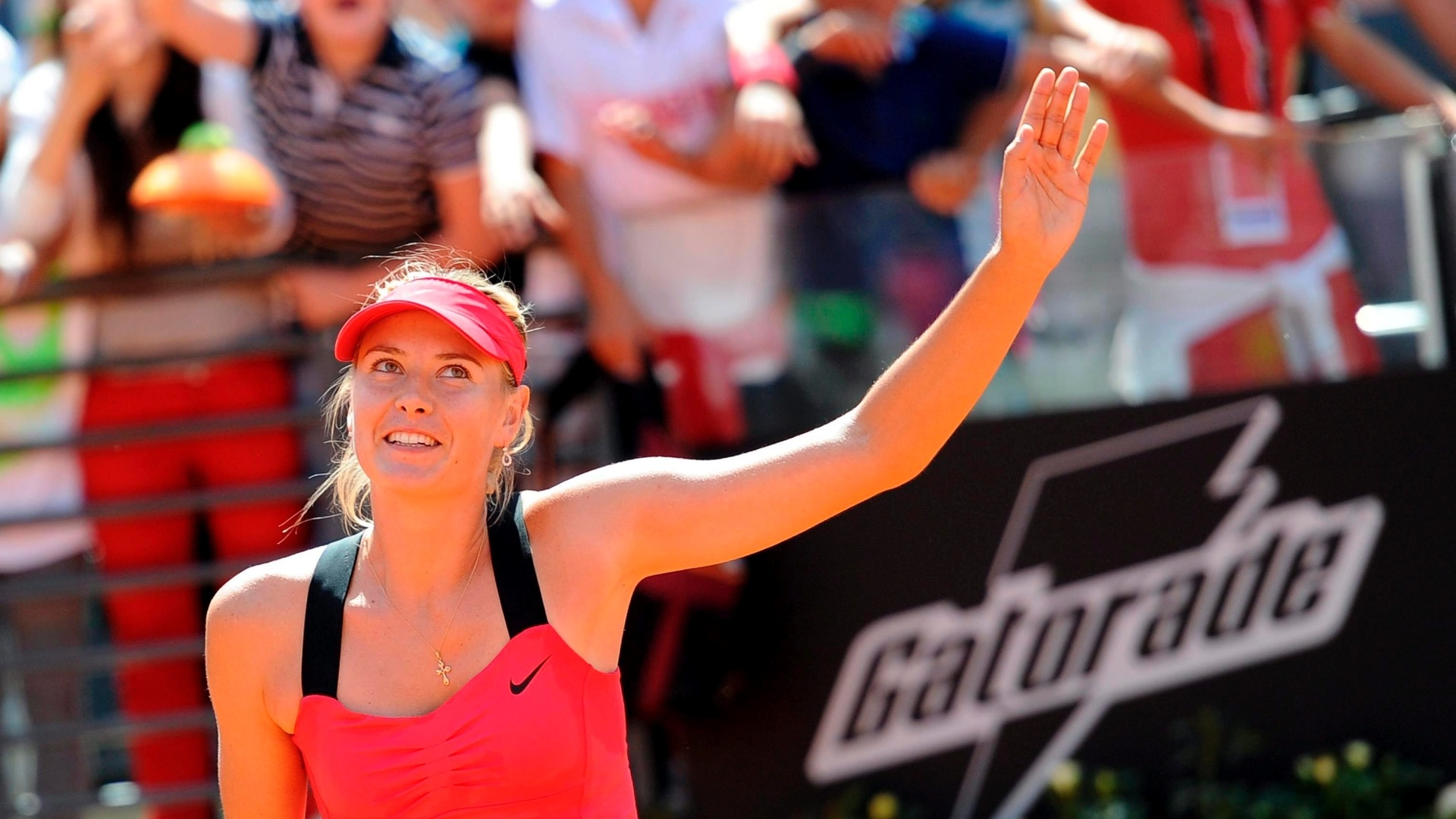Russa Maria Sharapova derrotou a alemã Angelique Kerber por 2 sets a 0, com parciais de 6-3 e 6-4, na semifinal do Torneio de Roma