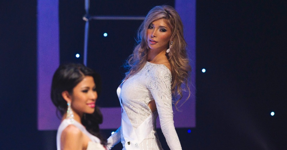 20.mai.2012 - A candidata transexual Jenna Talackova participa do concurso Miss Universo Canad&#225;, em Toronto