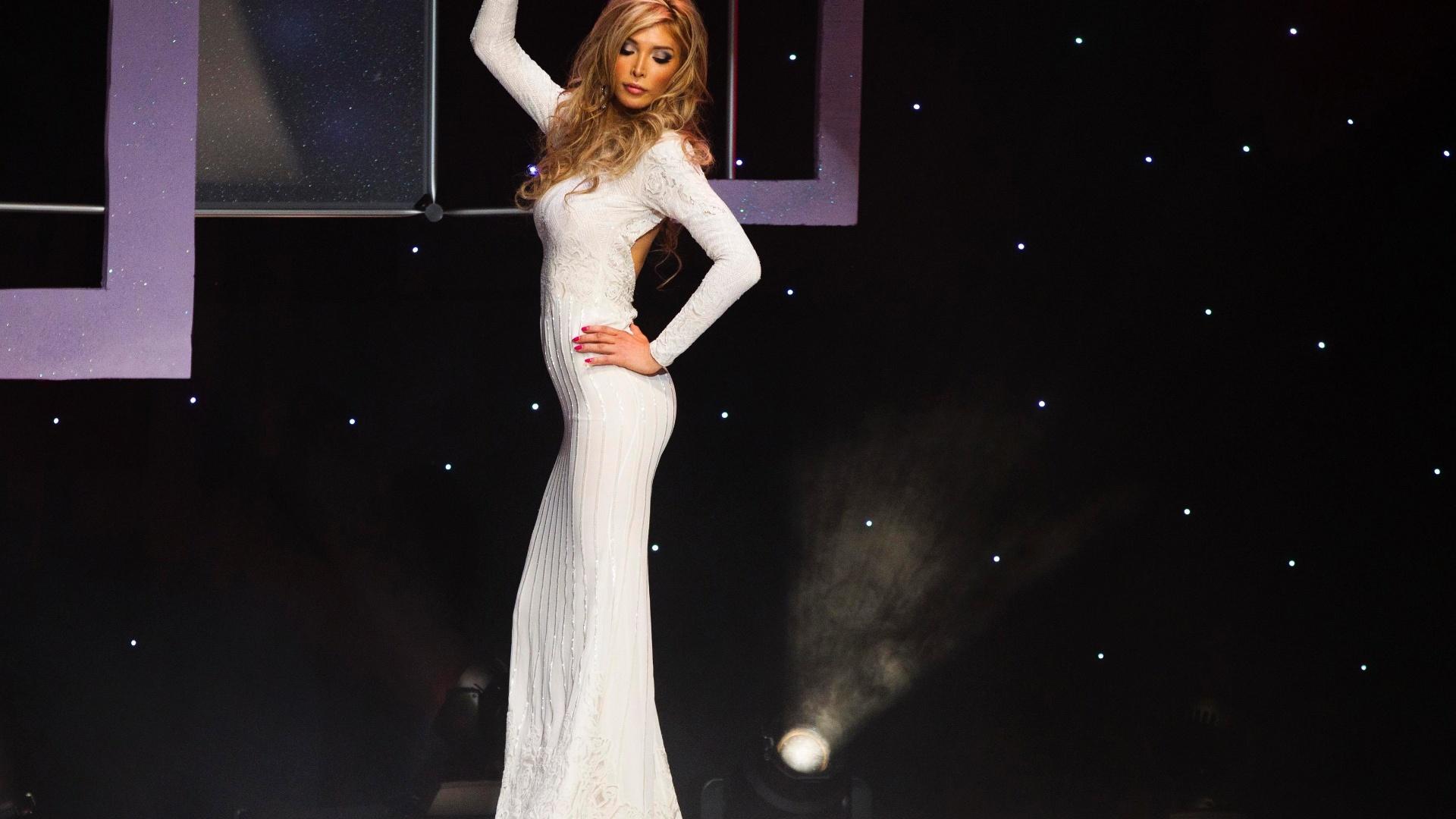 20.mai.2012 - Transexual Jenna Talackova ficou entre as 12 finalistas do Miss Universo Canadá, realizado na noite de sábado (19), e empatou com outras três candidatas na escolha da Miss Simpatia deste ano. A vencedora da noite foi Sahar Biniaz, 26, que vai representar o Canadá no Miss Universo 2012