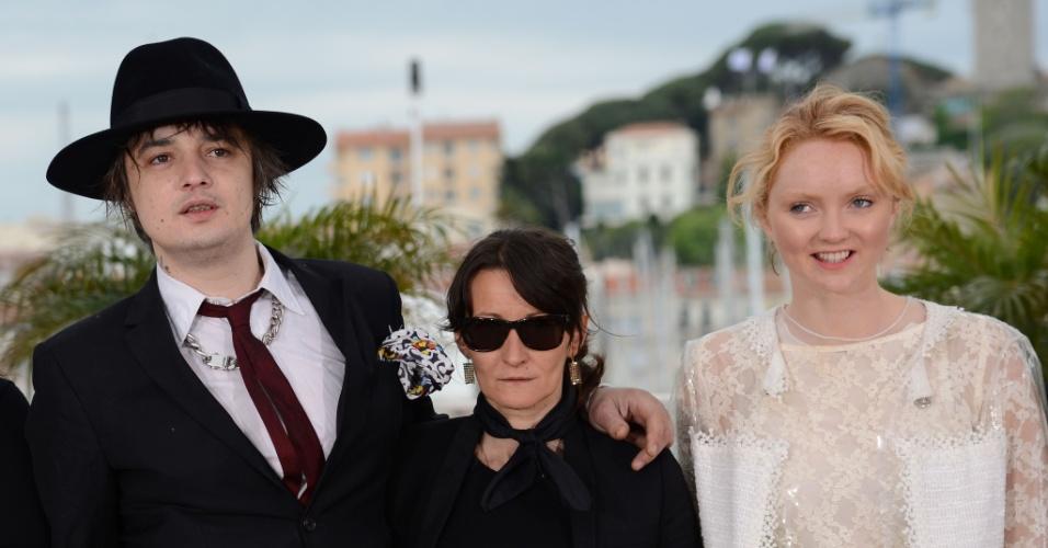 """Os atores ingleses Pete Doherty e Lily Cole posam na sessão de fotos do filme """"Jagten"""" (20/5/12)"""