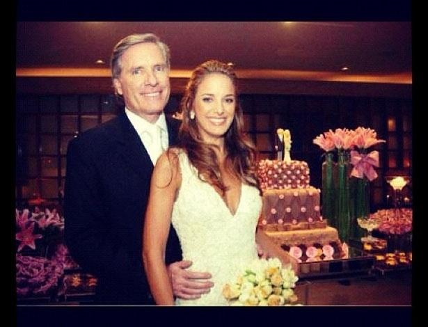"""Ticiane Pinheiro postou uma foto em seu Twitter comemorando 6 anos do seu casamento com Roberto Justus. """"20/05/06 Um dos dias mais felizes da minha Vida!!!"""", escreveu a apresentadora (20/5/12)"""