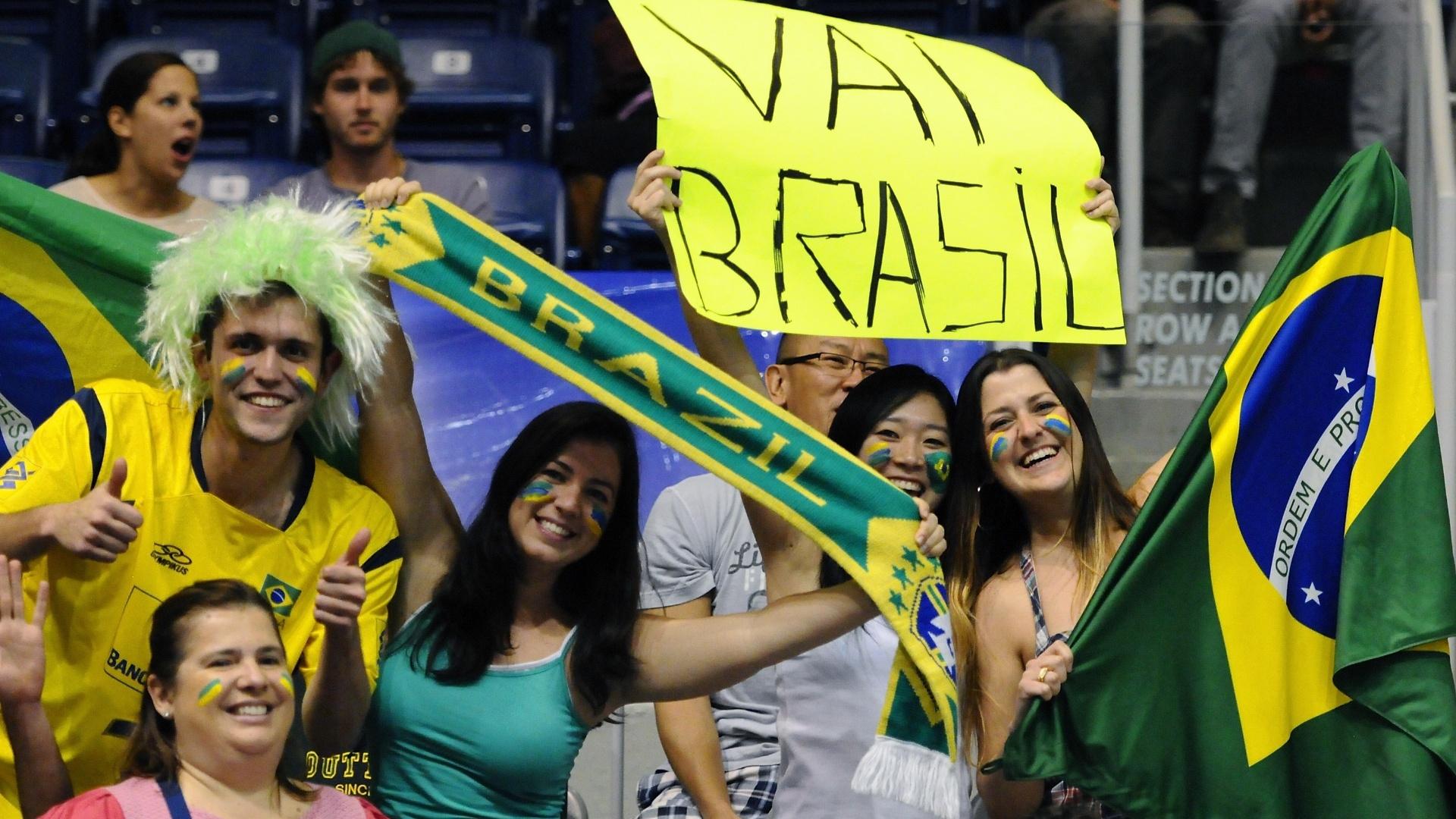 Torcida brasileira anima ginásio canadense para Brasil x Finlândia