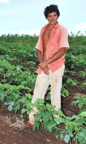 21.mai.2012 - José Antônio Sá, 56, vê plantação prosperar em Poço Redondo (SE) onde antes só havia chão seco e sem água; projetos de irrigação no sertão nordestino garantem sobrevivência durante a seca
