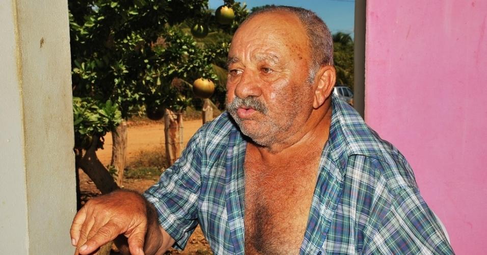 21.mai.2012 - Milton José do Nascimento, 74, comemora o sucesso de seus negócios em um projeto de irrigação em Petrolândia (PE), fruto de um processo de indenização pela Chesf (Companhia Hidrelétrica do São Francisco)
